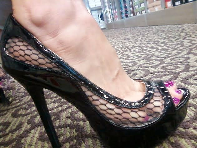 sexy peep toe pump