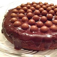 Bolo de nutella com cobertura de maltesers