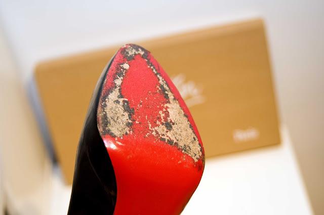 szpilki Christian Louboutin czerwona podeszwa jak wygląda?