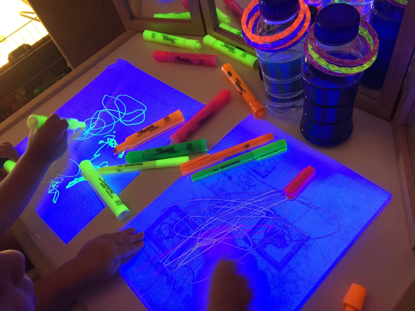 Learning and Exploring Through Play: Glow in the dark activities for ...