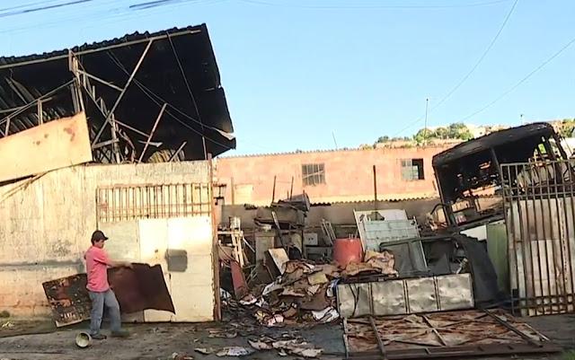Incêndio destrói ferro-velho em Santa Luzia
