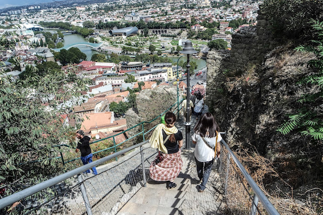 http://www.onedayonetrip.com/2016/12/24hrs-in-tbilisi.html#more