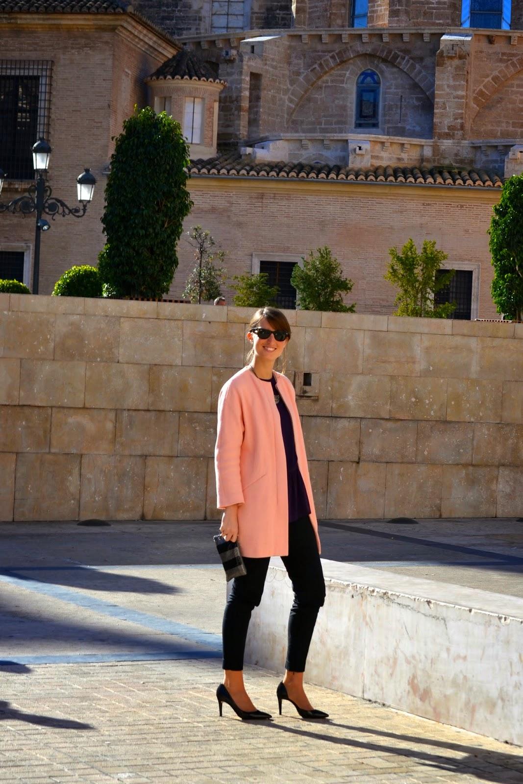 look de bautizo, abrigo rosa de zara, a golpe de objetivo
