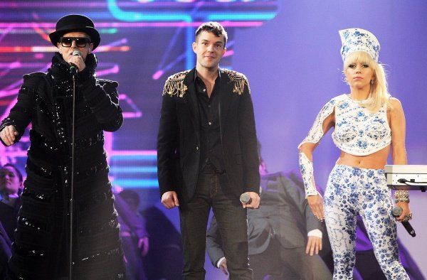 Video: Pet Shop Boys, Lady GaGa y Brandon Flowers (En Vivo)