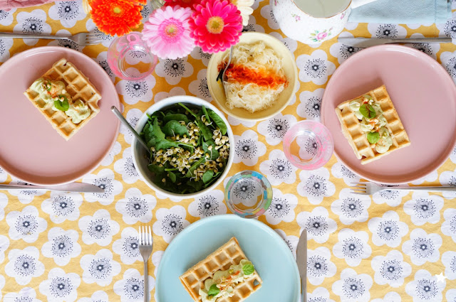 gaufres salées vegan crème d'avocat art de la table