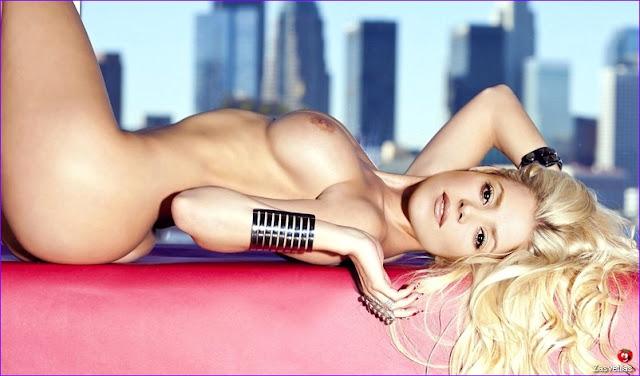 Шакира засветила грудь