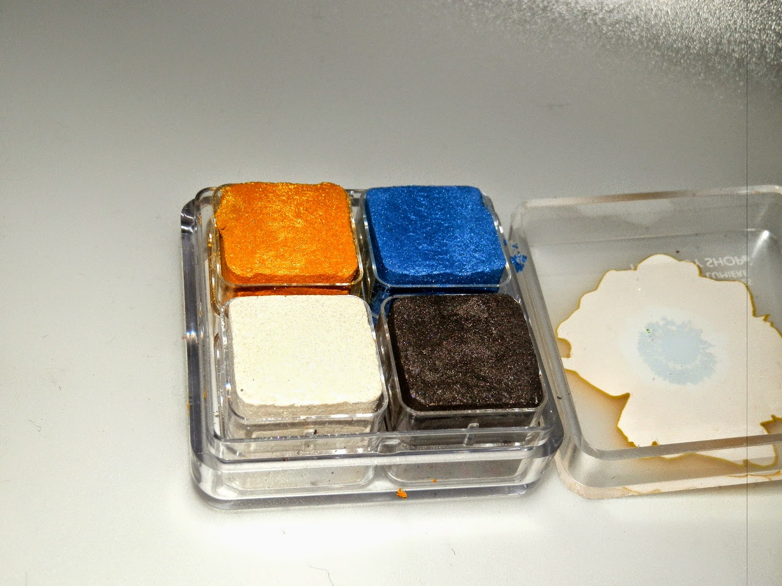 The Body Shop Poppy Shimmer Cubes Swatches