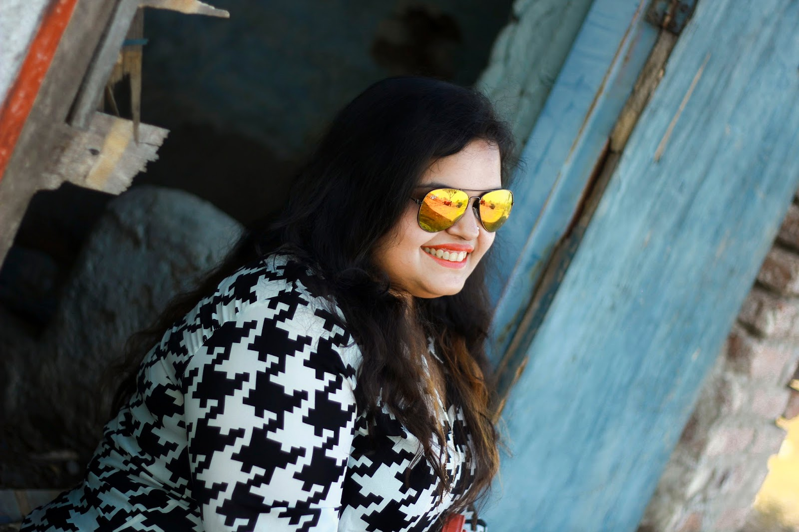 black and white printed top sunglasses summer look