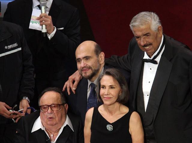 Roberto Gómez Bolaños (Chespirito), Florinda Meza (Doña Florinda), Edgar Vivar (El señor Barriga) y Rubén Aguirre (El profesor Jirafales)