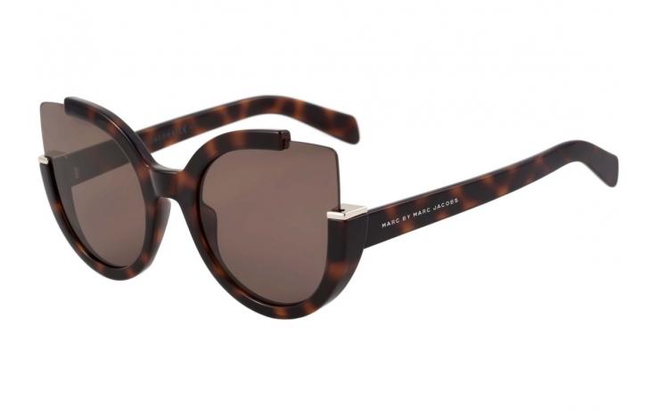 e32873080173f Os óculos vem com hastes finas que brincam com formas geométricas, recortes  e lentes espelhadas são bem vindas.