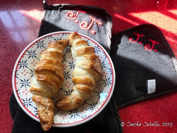 dos-croissants-plato-manoplas