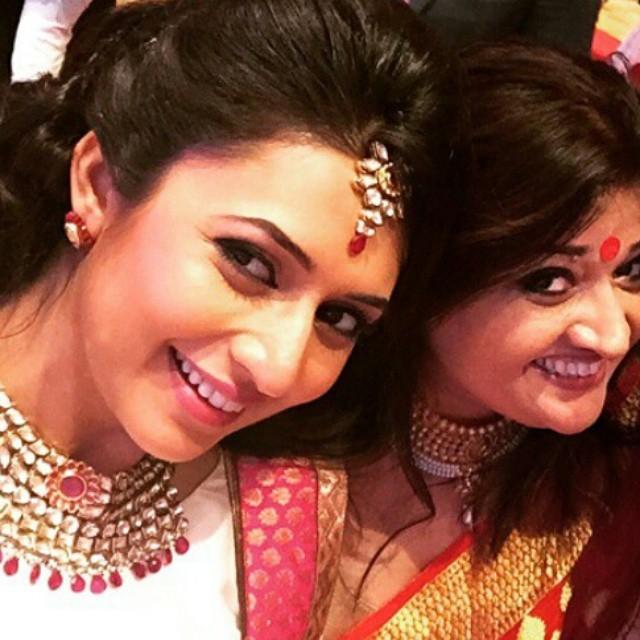my babys luk for d day❤❤❤ divyanka li c ious , divyanka tripathi , pam mia un ty , sweet y walia , sweetheart , beaut ies ,, Divyanka Tripathi Pics from Karan Patel's Wedding