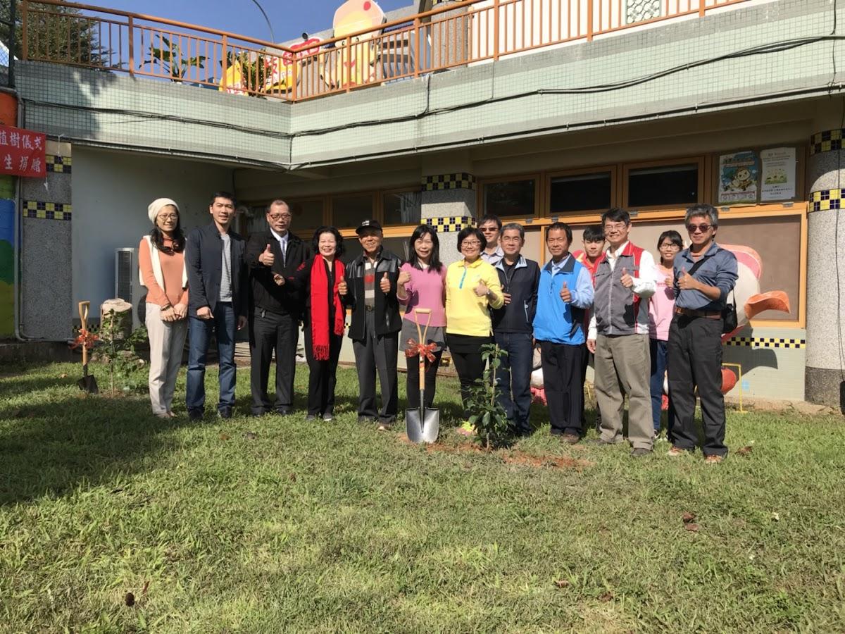 參山處在「就是愛荔枝樂園」舉辦種樹活動。