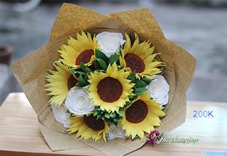 hoa hướng dương bằng giấy phối hoa hồng trắng