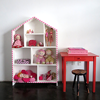 http://www.ohohblog.com/2015/01/house-shelf-makeover.html