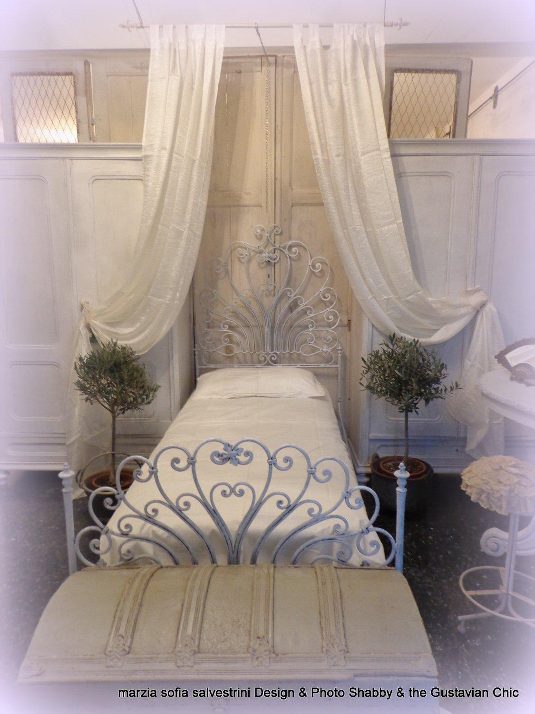 Come arredare una stanza da letto d 39 ispirazione gustaviana - Come imbiancare una camera da letto ...