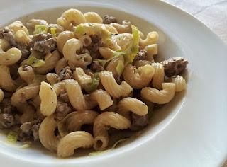 http://danielas-foodblog.de/pasta-ohne-tuete-hack-lauch-pfanne/