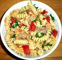 Σαλάτα ζυμαρικών με τόνο και λαχανικά: Καλοκαιρινή (και όχι μόνο) απόλαυση!!! - by https://syntages-faghtwn.blogspot.gr