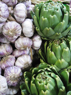 Garlic and globe artichokes
