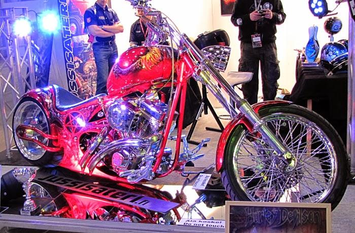 jussi säteri rakennettu moottoripyörä punainen prätkä petrol circus 2014 moponäyttely prätkänäyttely bike show hd