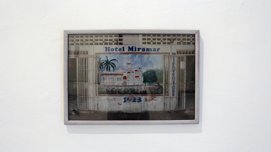 Fotografia de un mural del hotel Miramar en el boulevar de Macuto