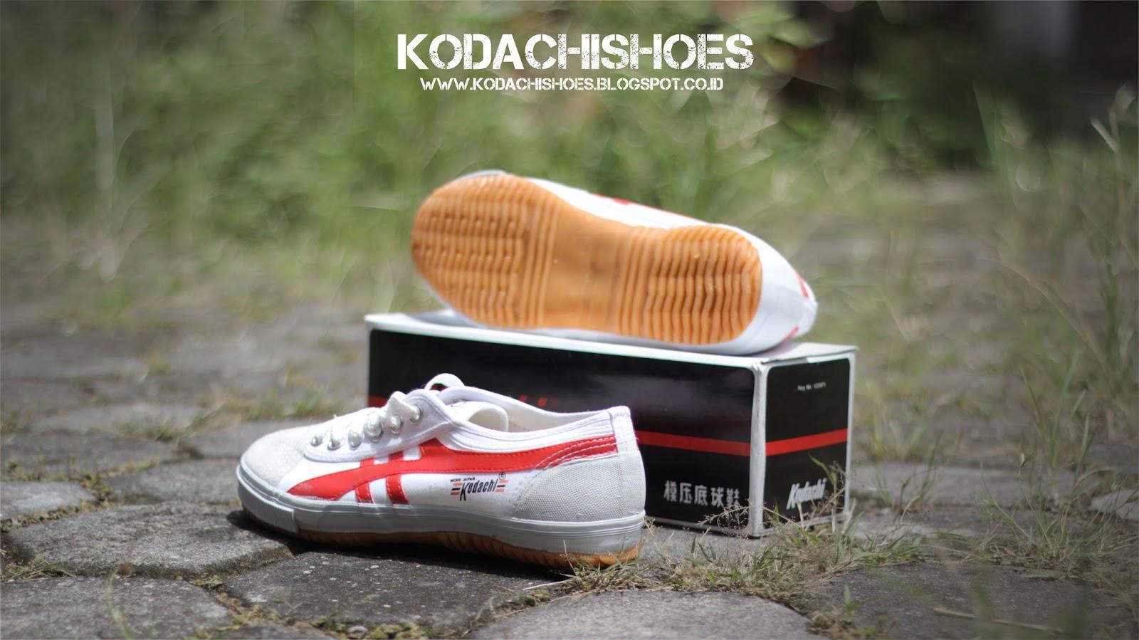 Kodachi Shoes Sepatu Capung 8111 Volley Running Badminton Strip Ini Cukup Epik Karena Selain Membuat 8110 Tetap Terkesan Retro Vintage Juga Menjadi Lebih Sporty