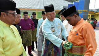 Teluk Belanga Dan Baju Kurung, Tradisi Pakaian Melayu Yang Tetap Lestari Di Tanah Bertuah Negeri Beradat