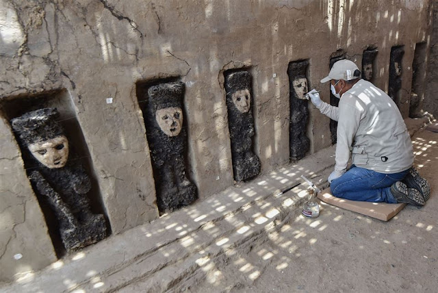 Peruvian archaeologists discover pre-Columbian wooden statues