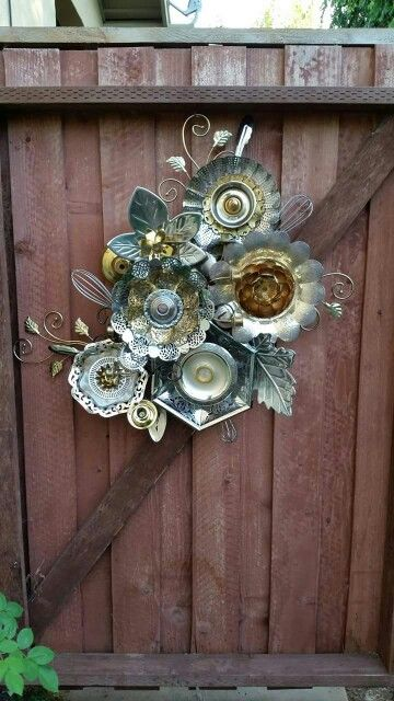 G 4 gardening fence garden art made from old metal for Garden art from old dishes