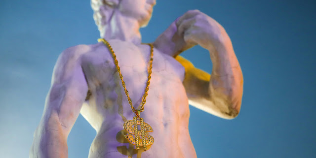 poze-David-statuie-muzeu-Bucuresti-Kitsch