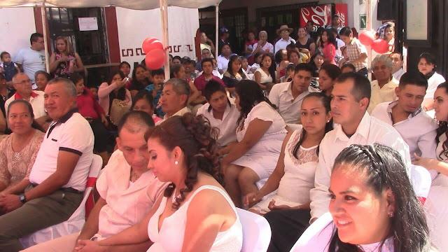 Sellan su amor 35 parejas en bodas comunitarias en Taxco