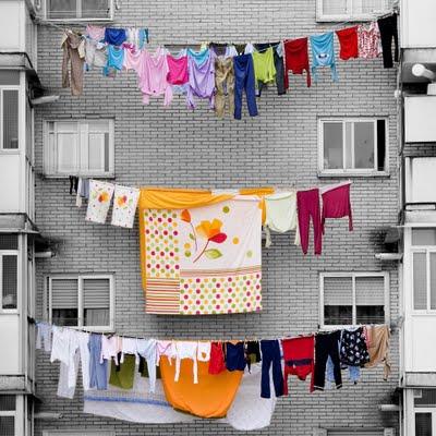 Resultado de imagen de ropa tendida en un patio