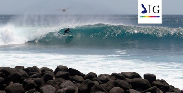 galapagos surfing