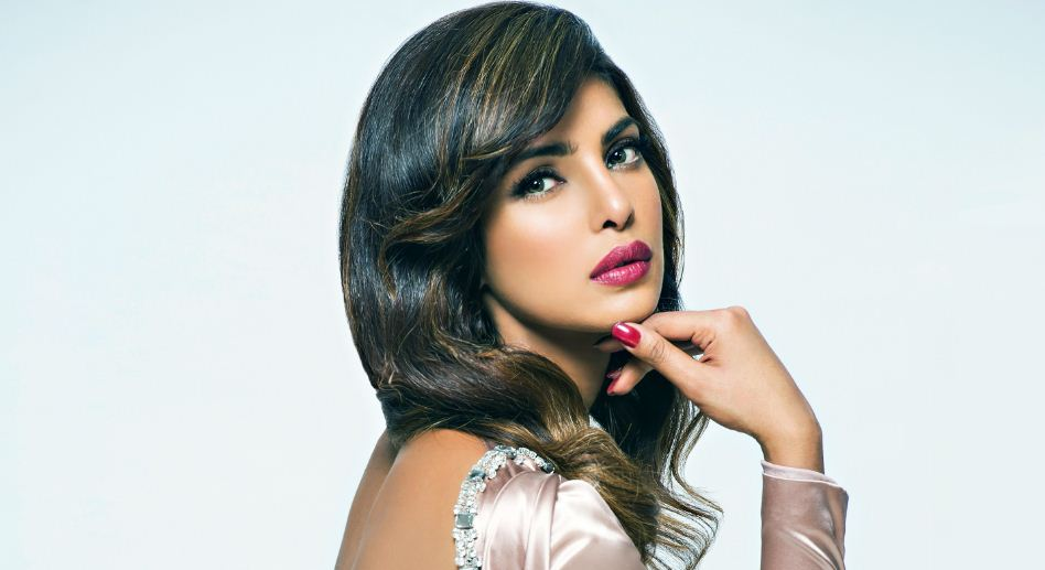 Priyanka-Chopra-top-populer-sexy-hot-bollywood-actress