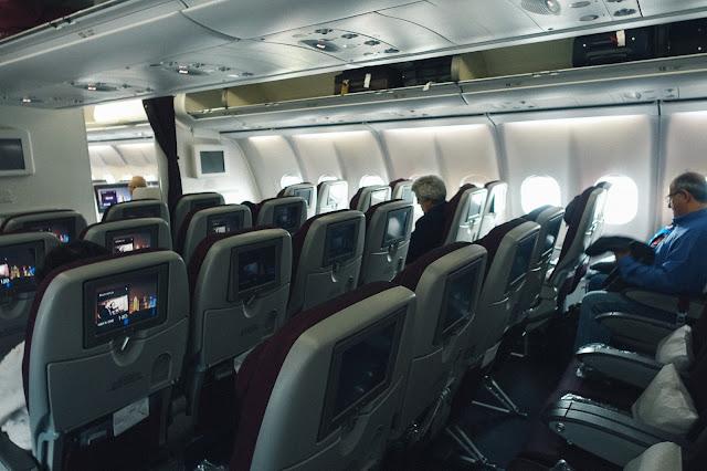 カタール航空QR145の機内