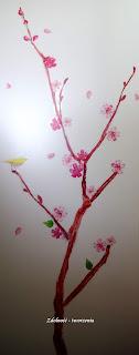 Kwitnąca wiśnia na progu zimy.