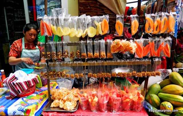 Barraca de frutas no Mercado de Chichicastenango, Guatemala