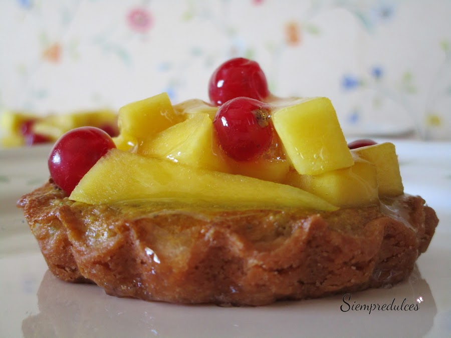 Tartaletas de mango, grosellas y pistachos (Siempredulces)