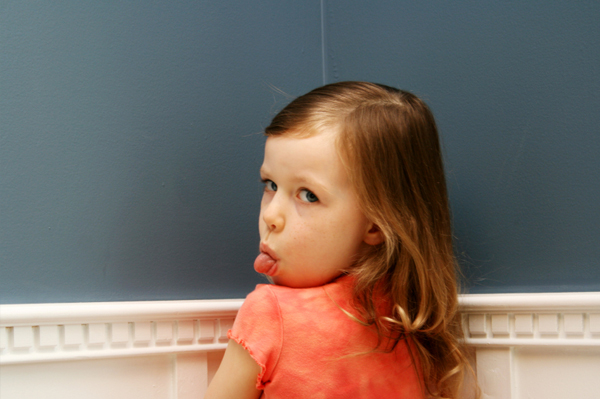 القواعد العشر أهم القواعد في تربية الأبناء | القاعدة العاشرة (لا تربية من غير تأديب)