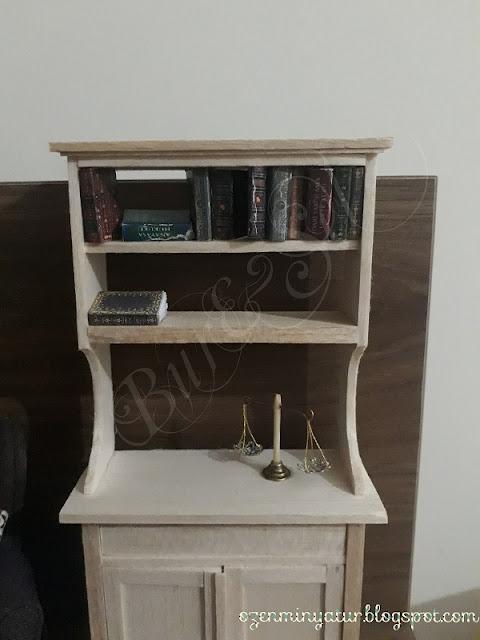 Miniature bookshelf