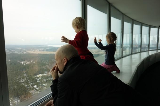 Näköaloja katsomassa lasten kanssa Tallinnan Teletornissa