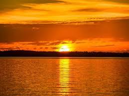 pôr-do-sol sobre a represa