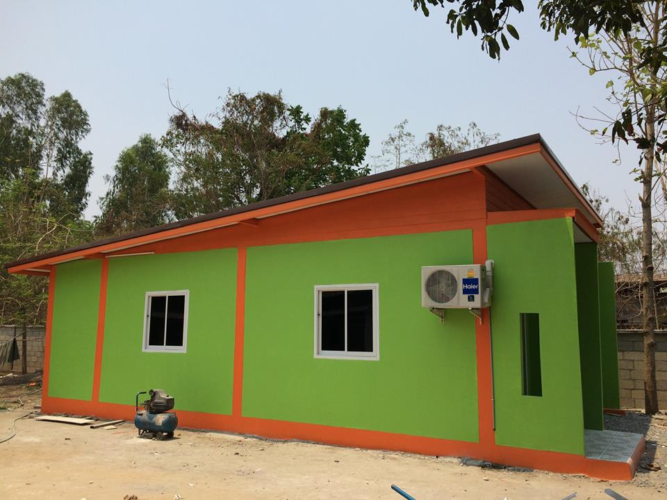 Looking for a house design that is ideal for small family and with your small budget? Check out this compilation of small and simple houses for you and your family! Every family's dream is to have a house to call home so pursue that dream with a first step — look for a dream home!  You don't need a big budget for building a small house. So aside from the fact that smaller house is economical, these houses can have so much appeal! For starters, they are easier to clean, maintain and organize. Another thing for having a small house is they can be that much more cozy, homely and warm.   If you are good at innovating, your small house can be multi-functional and as trendy as you like! Check the following 10 houses as your inspiration to own one!