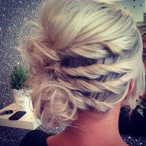Idéias de Penteados para Casamentos no Verão - Noivas e Madrinhas