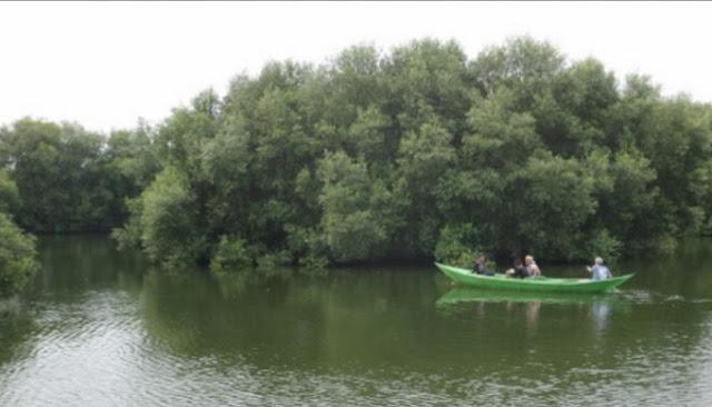 main perahu di taman wisata alam kapuk