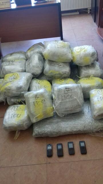 Συνελήφθησαν σήμερα στην Πρωτόπαππα Ιωαννίνων,με πάνω από 47 κιλά ακατέργαστης κάνναβης [ΦΩΤΟ ΕΛ.ΑΣ]