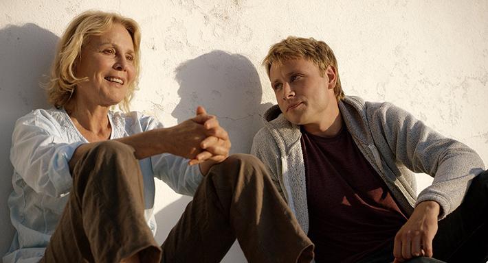 Marthe Keller e Max Riemelt em Amnésia, filme de Barbet Schroeder