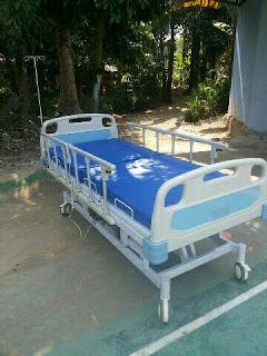 Tempat tidur rumah sakit ekonomis