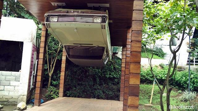 mobil terbalik eco green park batu