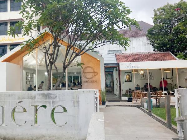 Menikmati Segelas Cokelat di Cafe Kofitiere Semarang